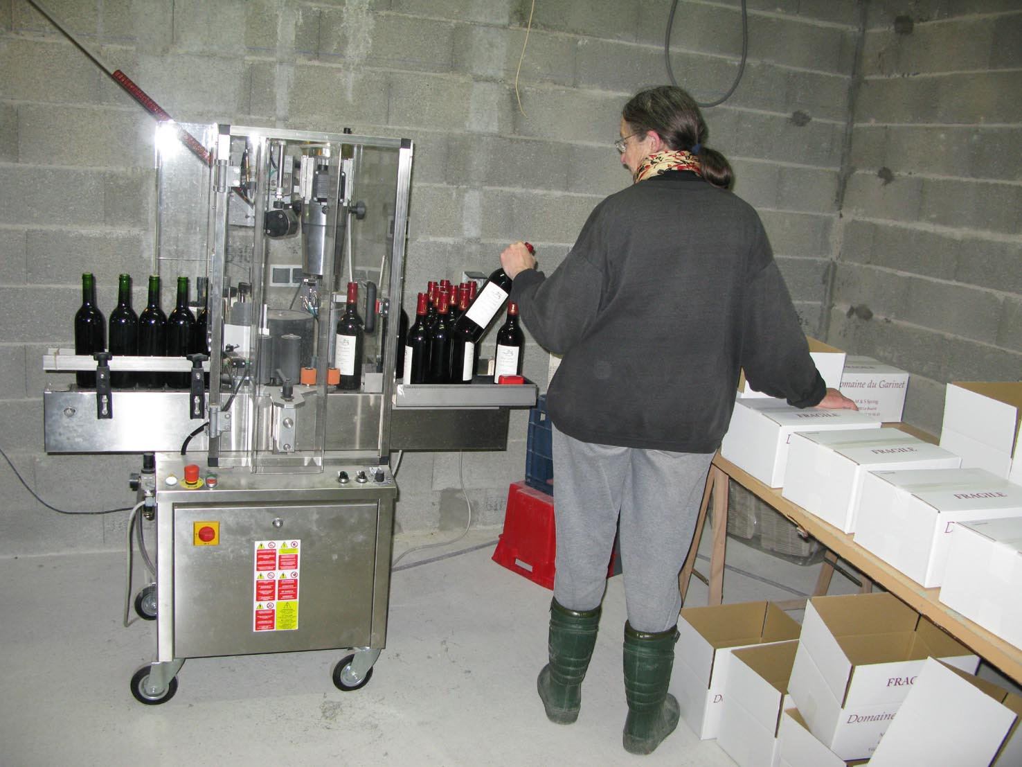 Labelling & packing bottles